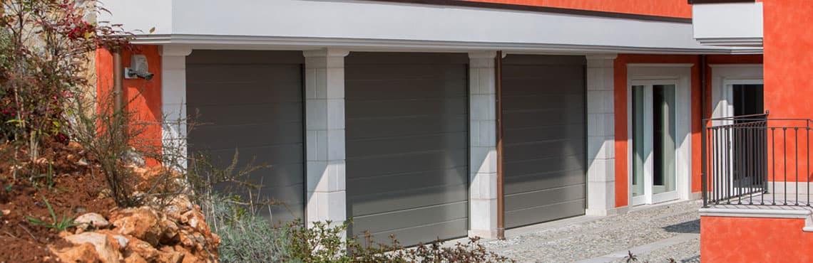 La porta sezionale interamente prodotta in Italia, è solo Peli