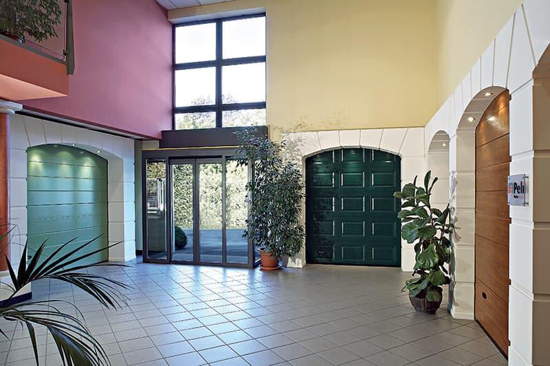 Porte sezionali Brescia, da Peli porte troverai porte sezionali civli ed industriali, di ogni tipo