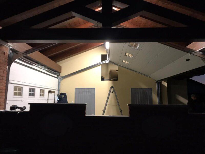 Doppia installazione porte sezionali Peli